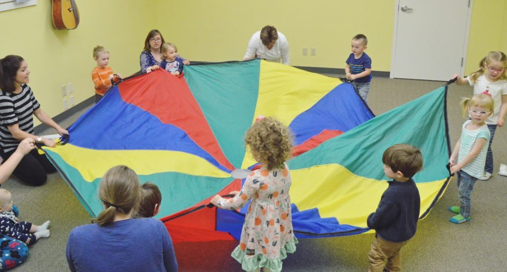 Using-a-Parachute-in-Early-Childhood-Music-Class